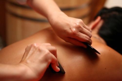массаж гуаша